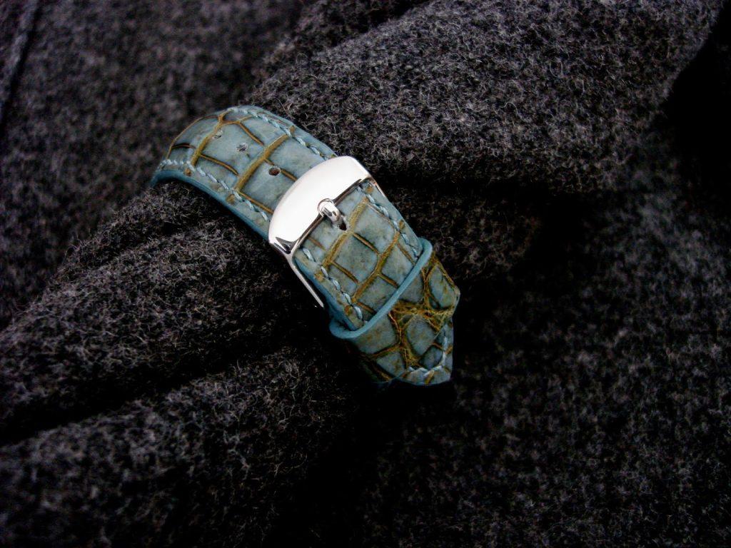 Martinique Bleu Alligator strap - buckle detail