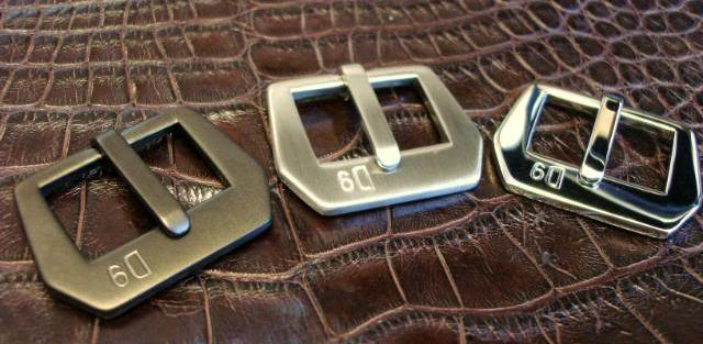 'D9' logo Vintage Style Sewn-in buckle: Matte PVD, Brushed and Polished finish