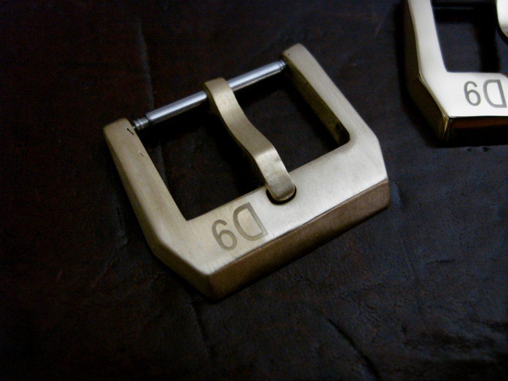 24mm 'D9' Logo Bronze 'Knife-edge' style Buckle: Brushed finish
