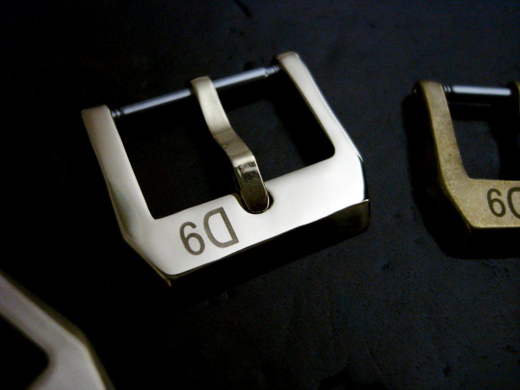 24mm 'D9' Logo Bronze 'Knife-edge' style Buckle: Polished finish