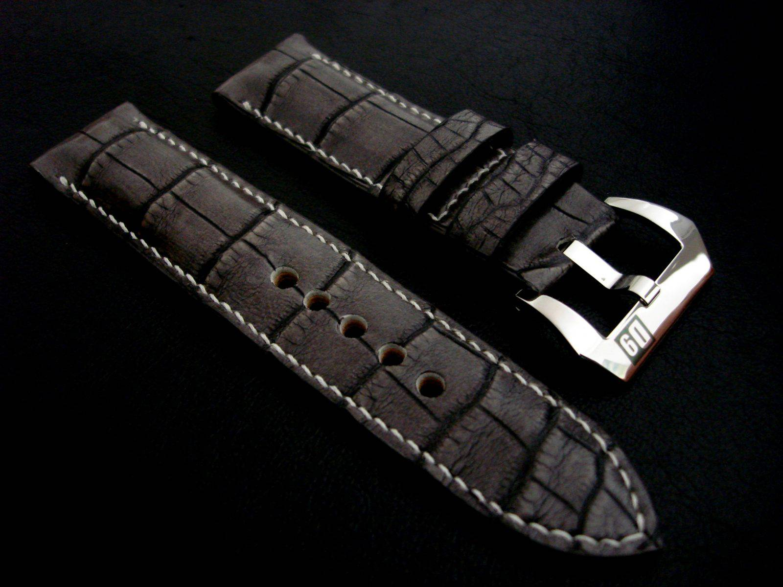 Straps Made from Etain Gris Alligator