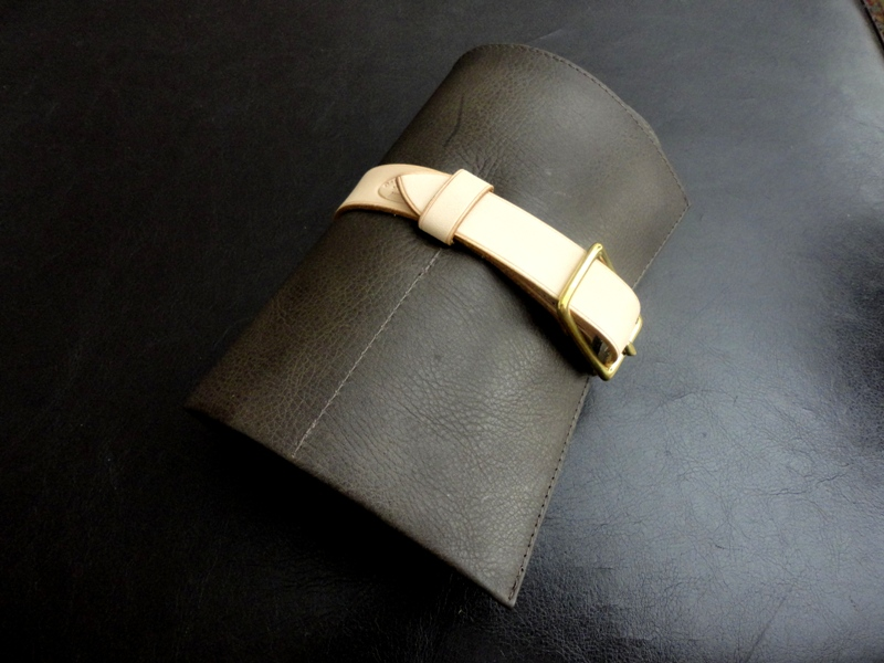 Tourbe-Brune-Calfskin-Watch-&-Strap-Travel-Roll-with-Mustard-Suede-Leather-Lining