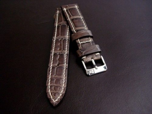 Tourbe-Brune-Alligator-watch-strap-tapering-from-20-to-18mm-lug-width